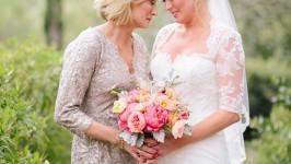Perché il bouquet della sposa deve essere consegnato dalla suocera?