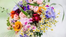 Bouquet colorato: Il bouquet da sposa perfetto per un matrimonio estivo
