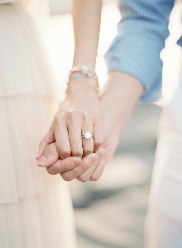 fedina e anello di fidanzamento