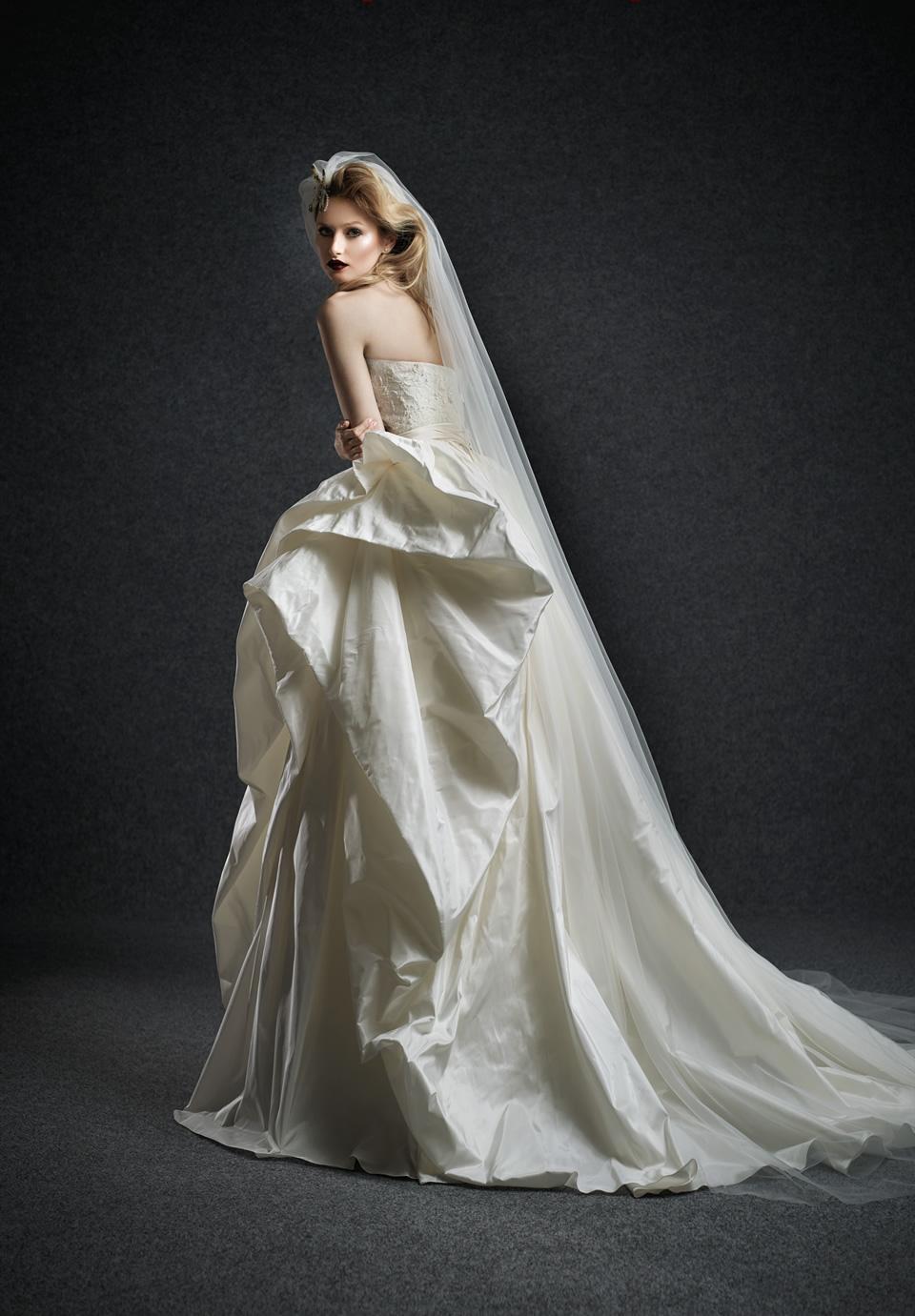 Quanto costa un abito da sposa in romania blog su abiti for Quanto costa macchina da cucire