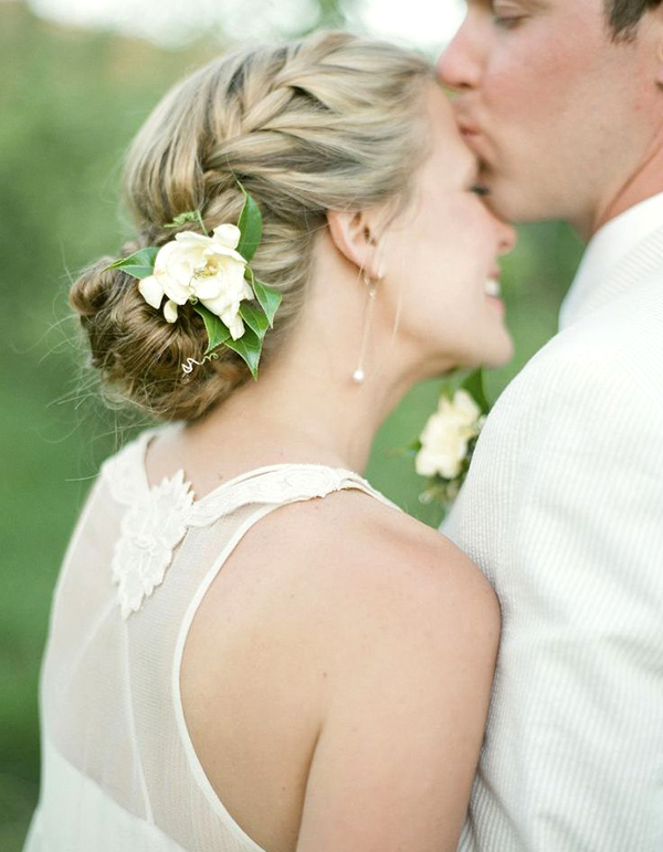 Chignon sposa  un acconciatura senza tempo di tendenza af61d030675
