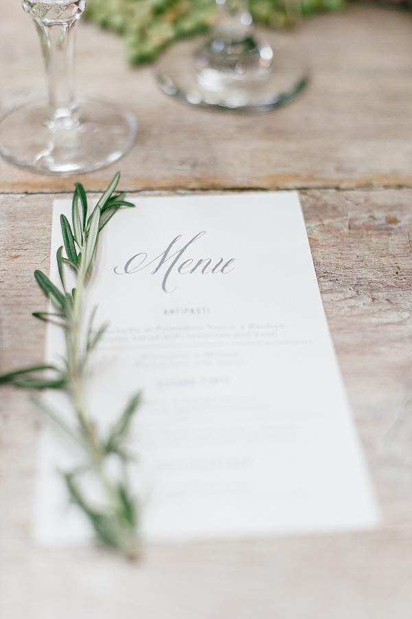 decorazione menu con erbe aromatiche