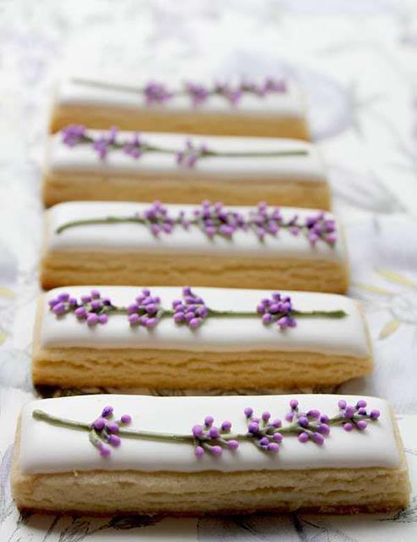 biscotti con decorazione lavanda