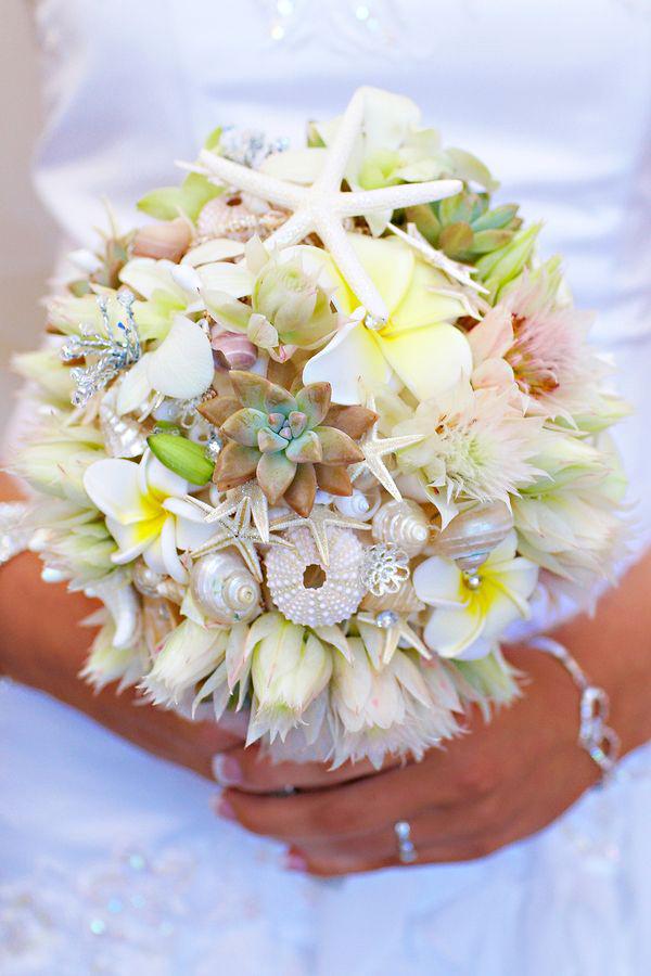 bouquet conchiglie e fiori pastello