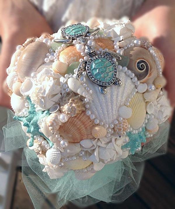 bouquet conchiglie e gioielli azzurri