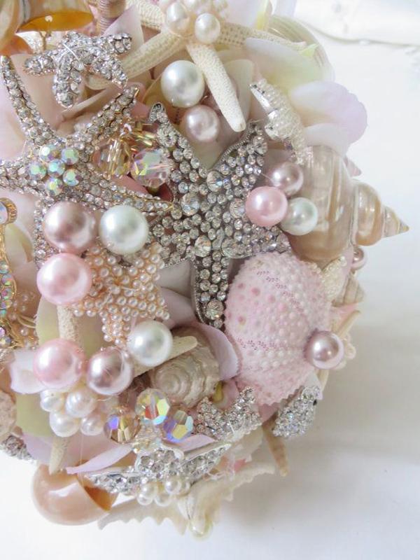bouquet conchiglie e gioielli rosa