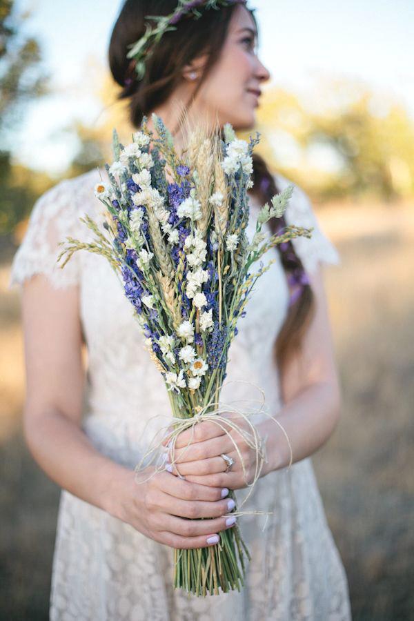 bouquet sposa lavanda e fiori di campo