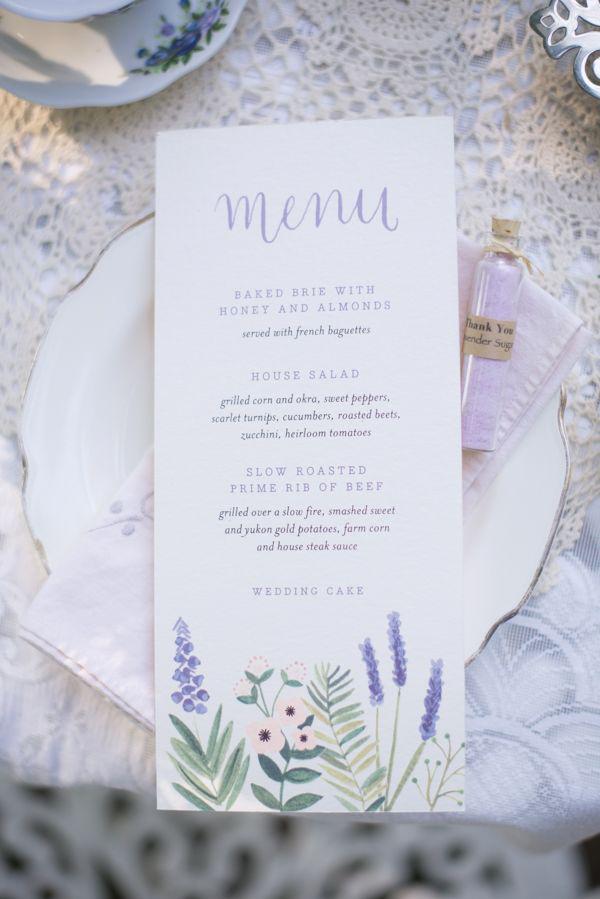 piatto con menu matrimonio lavanda