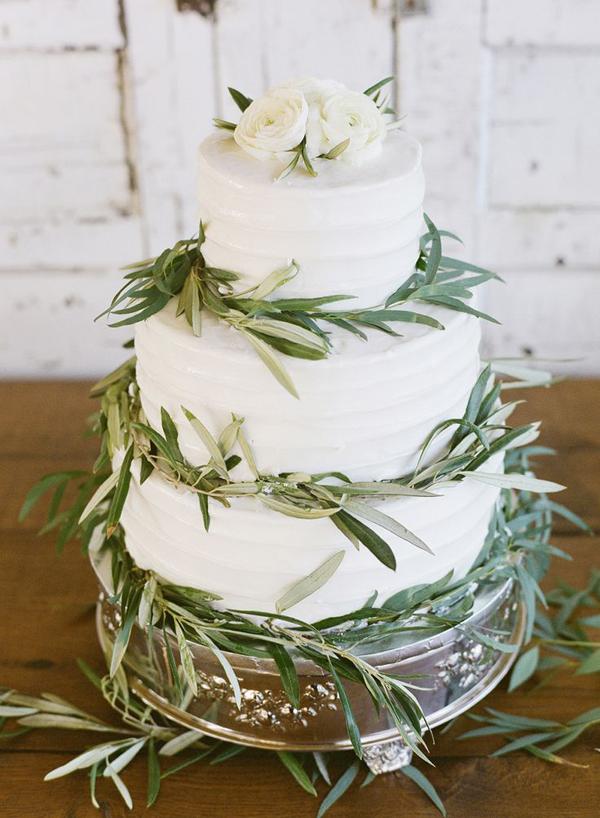 wedding-cake-elegante-con-rami-di-olivo.