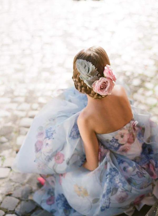 Abito da sposa fantasia rosa e azzurro